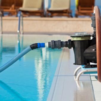 C mo limpiar una piscina con agua verde piscinas iguaz for Filtros de agua para piscinas