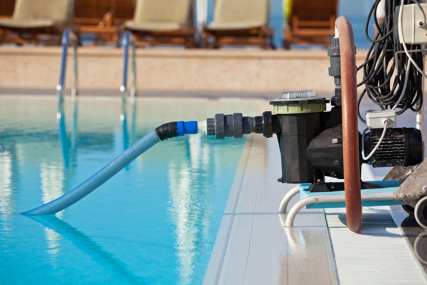 Piscina de agua verde filtro de agua construcci n reforma y mantenimiento de piscinas en madrid - Agua de piscina verde ...