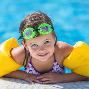 niña piscina desmontable