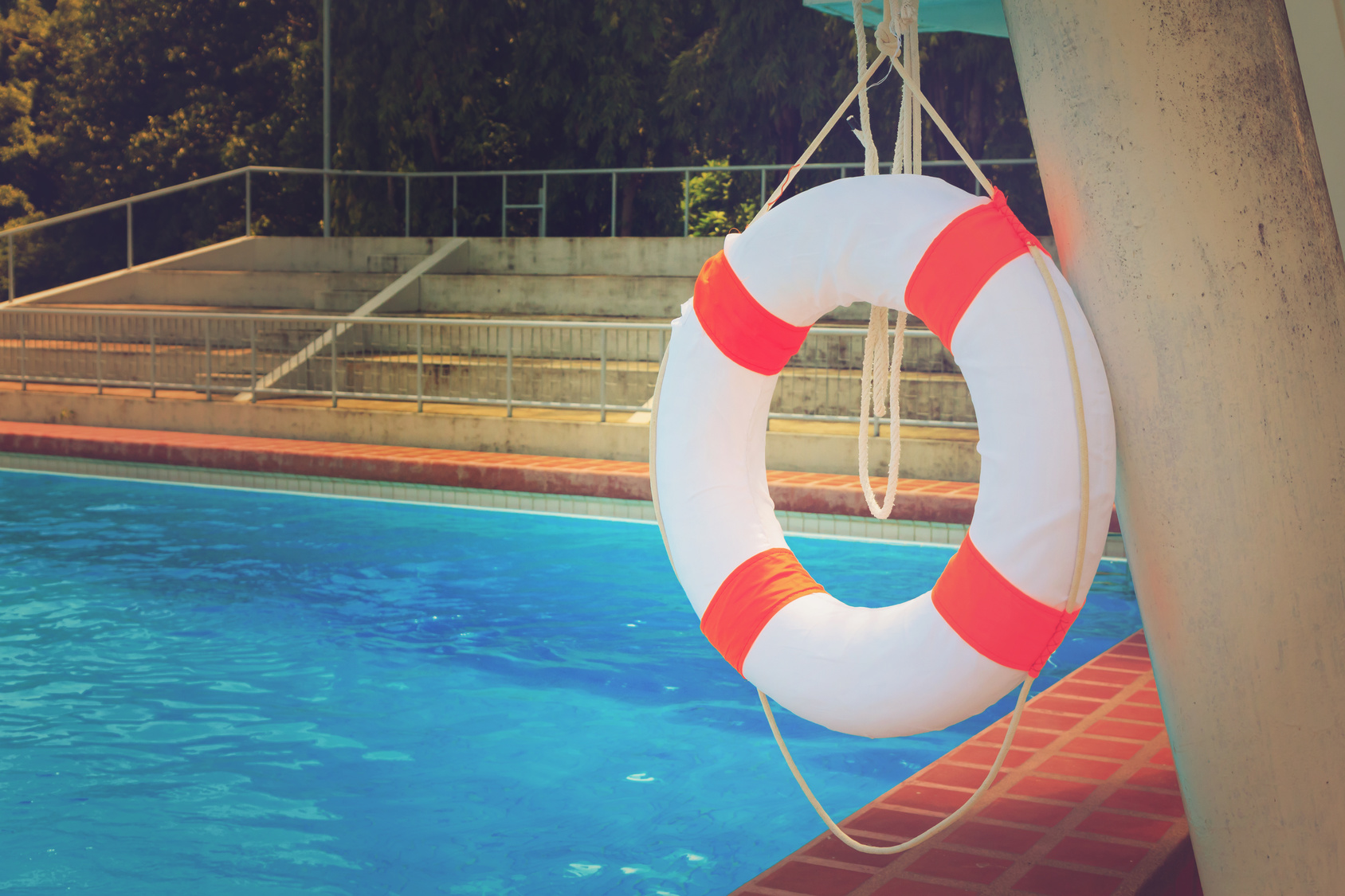 Mantenimiento de piscinas evitar fugas construcci n for Fugas de agua madrid