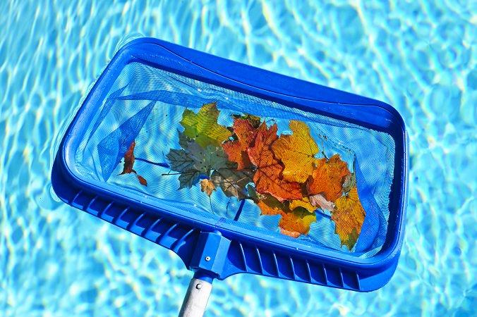 ¿Cómo realizar un correcto mantenimiento de piscinas en otoño?