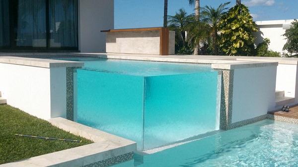 apostar construcción de piscinas muro acrílico