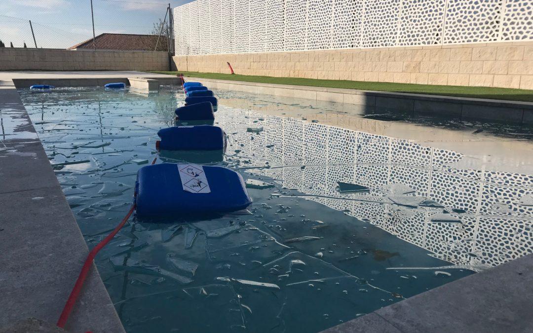 agua de la piscina congelada