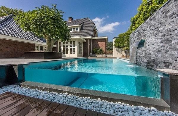 construcción de ventanas subacuáticas piscina