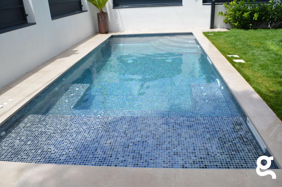 Vista completa de la piscina
