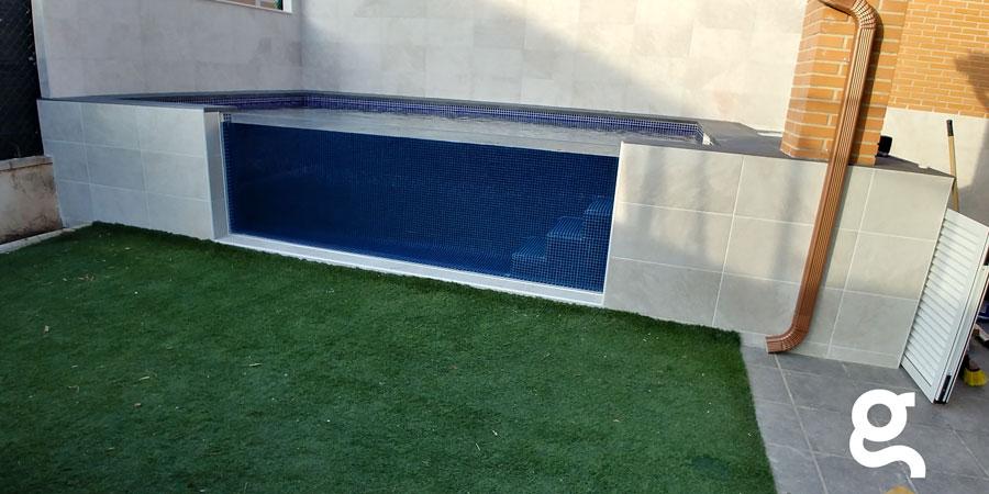 Vista general de piscina con ventana Acrílico