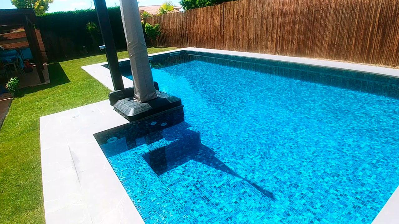 escalera curva piscina