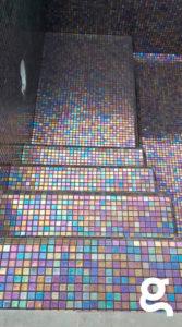 revestimiento de escalera con mosaico vítreo Shell 556